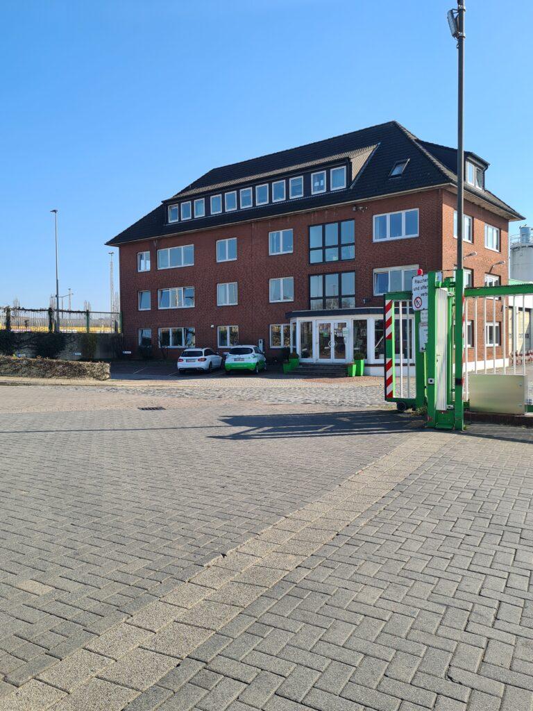 Auf dem Bild sieht man das Gebäude des Nehlsen Industrieservice.